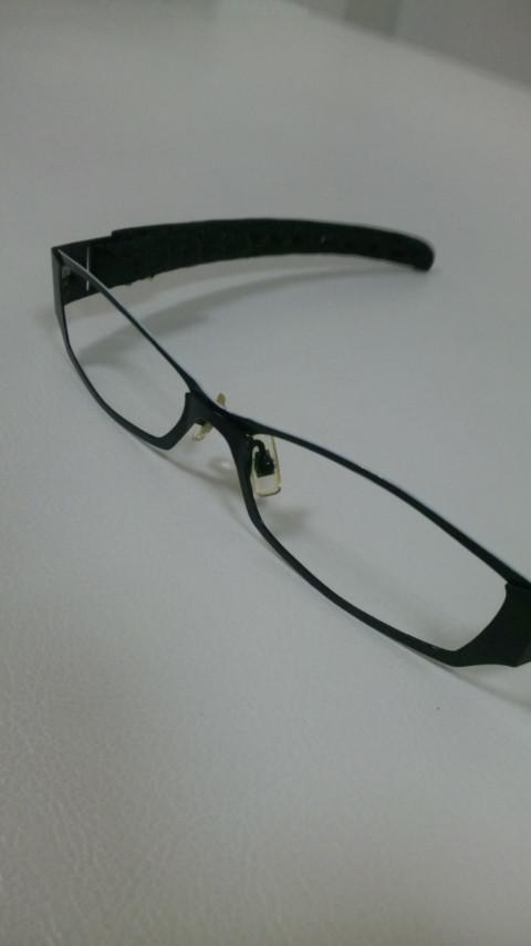 伊達メガネ。