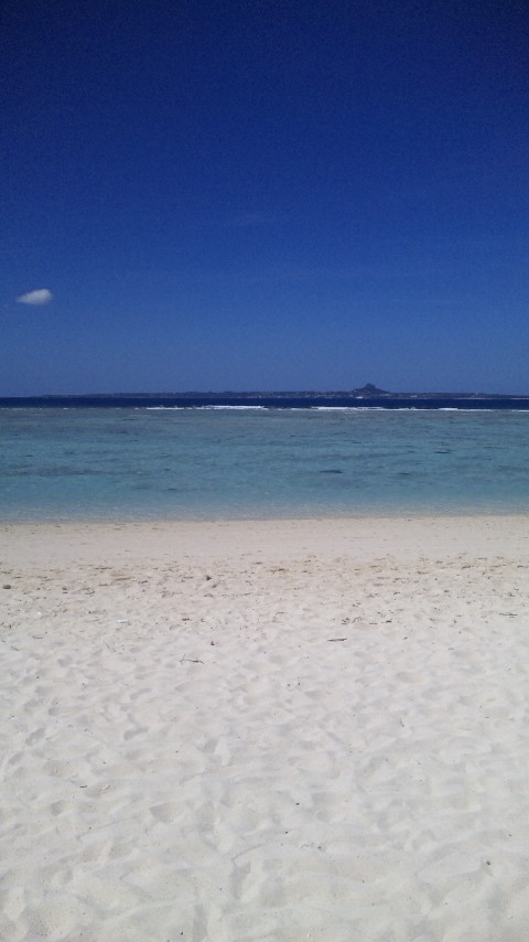 瀬底ビーチ。