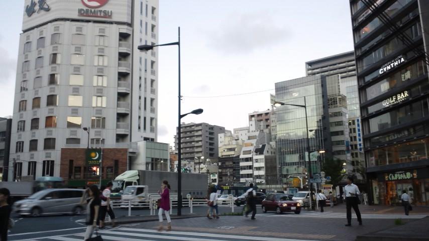 東銀座駅前。